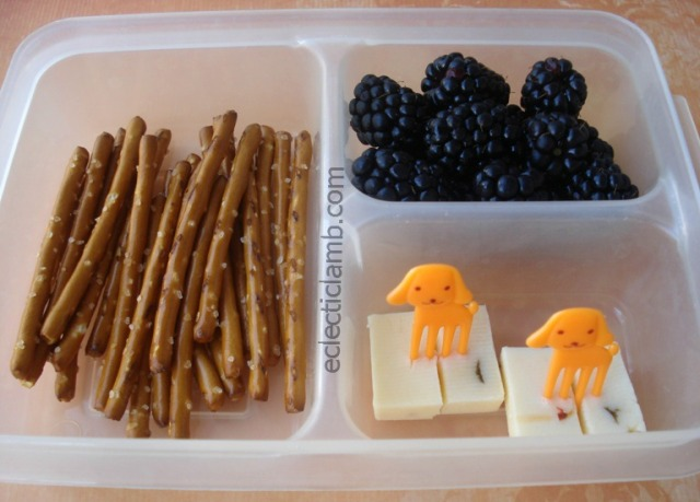 Pretzel Blackberry an Cheese Bento