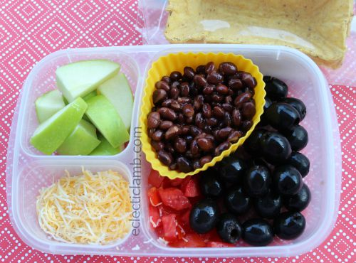 Taco lunch with apples