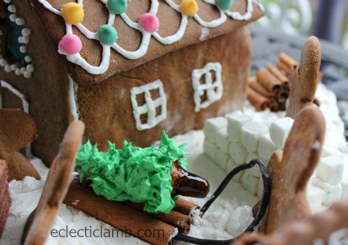 Winter Scene Gingerbread House tree
