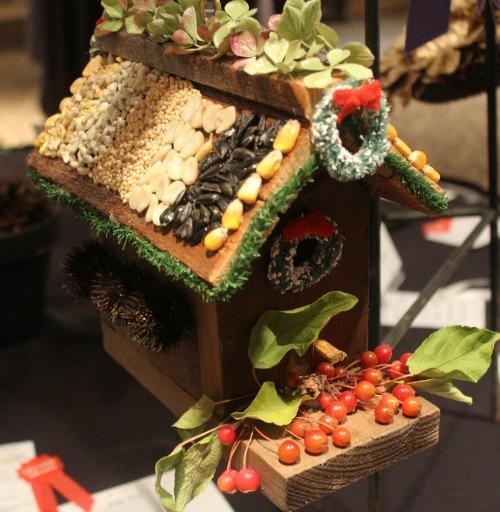 gift-for-birds-birdhouse