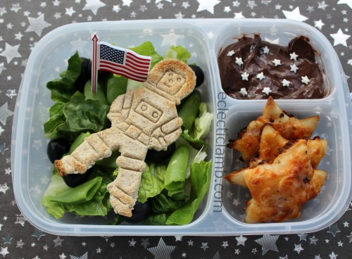 astronaut-salad-with-pizza-stars