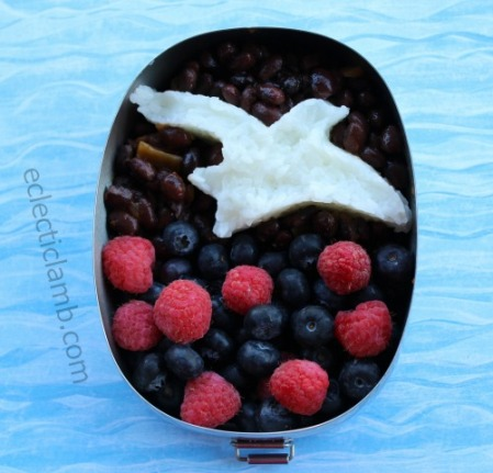seagull-themed-bento-lunch