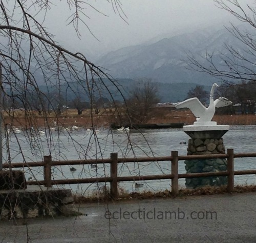 niigata-swan-lake-statue