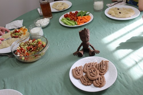 Groot Dinner Table